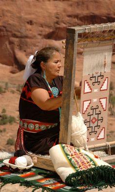 Navajo Weaver photo by Lynette Tritel Native American Girls, Native American Artwork, Navajo Weaving, Navajo Rugs, Tuba City, Navajo Nation, West Art, Amazing Race, First Nations