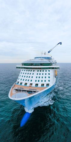 Cruisers Rave About Princess Cruise Line's Outdoor Movies – Travel By Cruise Ship Royal Caribbean Ships, Royal Caribbean Cruise, Cruise Travel, Cruise Vacation, Freedom Of The Seas, Anthem Of The Seas, Sports Nautiques, Cruise Offers, How To Book A Cruise