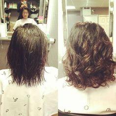 Bildergebnis für stacked spiral perm on short hair Wave Perm Short Hair, Short Permed Hair, Permed Hairstyles, Curly Perm, Beach Hairstyles, Loose Spiral Perm, Loose Perm, Spiral Perms, Medium Hair Styles