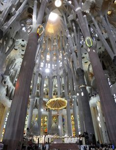 La Sagrada Familia by Antoni Gaudi. Gaudi started work on the project in Building still under construction (Est. Beautiful Architecture, Beautiful Buildings, Art And Architecture, Architecture Details, Antonio Gaudi, Barcelona Architecture, Art Nouveau Design, Ornaments Design, Altar