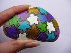 Galet déco ou presse papier aux formes de couleurs