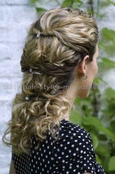 Curly hair looks. Hairstyle ideas for curly hair. Tips for styling long hair. Formal down style dos. Medium Long Hair, Long Curly Hair, Curly Hair Styles, Medium Curly, Civil War Hairstyles, Pretty Hairstyles, Wedding Hairstyles, Classic Hairstyles, Bob Hairstyle