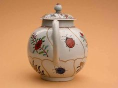 https://flic.kr/p/uCJdfH   Teapot decorated with insects and flowers   Soaprock porcelain teapot decorated in Queen's pattern with gilt compartments containing flower sprigs and insects, attribbuted to Richard Chaffers and Co, Shaw's Brow, Liverpool circa 1760. HMCMS:DA2006.16 DPABOU82