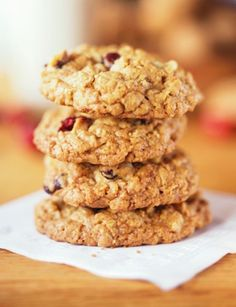 20 - Minute Applesauce Cookies These satisfying sugar-free treats are so packed with dried cherries and rolled oats that they taste more like delicious granola bars. Healthy Cookie Recipes, Healthy Cookies, Healthy Desserts, Quinoa Cookies, Applesauce Cookies, Oatmeal Cookies, Molasses Cookies, Fall Recipes, Sweet Recipes