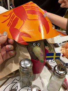 This lucky Grilpnip in St Loius, US, manages to scrittle up for a Swedish-themed dinner...