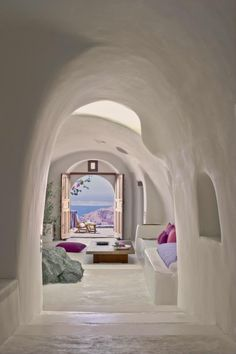 Perivolas Hotel in Oia, Greece // ofcourse my home can never look like this, but I love this room and it's colors.