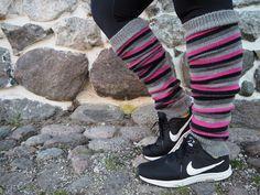 Railakkaat säärystimet ja railakas kiire - LANKAHELVETTI Jordans Sneakers, Air Jordans, Adidas Sneakers, Drops Design, Leg Warmers, Mittens, Knit Crochet, Legs, Knitting
