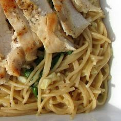 Skinny Creamy Garlic Pasta with Spinach & Chicken