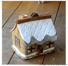 Ideas Patchwork Patrones Costurero For 2020 Fabric Crafts, Sewing Crafts, Sewing Projects, Felt Crafts, Sewing Box, Sewing Notions, Tissue Box Covers, Tissue Boxes, Felt House