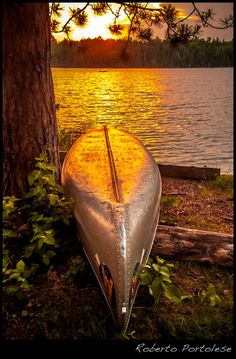 At the end of the day, canoe at sunset in Algonquin Park, On, Canada - Roberto Portolese Canoe Camping, Canoe And Kayak, Outdoor Camping, Canoe Trip, Beautiful World, Beautiful Places, Cool Pictures, Beautiful Pictures, Algonquin Park