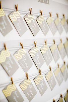 もらったゲストも嬉しくなっちゃうかっこいいデザインのエスコートカード♡春の結婚式におすすめのエスコートカード・席札♡