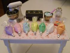 Baking In Miniature...so cool tiny, tiny dollhouse stuff: