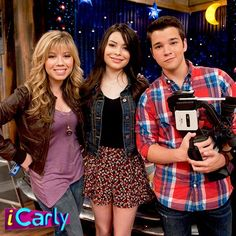 Just watched the very last episode Mochila Trolley, Icarly Cast, Jenette Mccurdy, Icarly And Victorious, Nathan Kress, Nickelodeon Shows, American Teen, Funny Disney Memes, Miranda Cosgrove