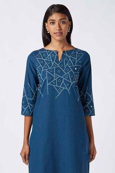 Embroidery On Kurtis, Kurti Embroidery Design, Embroidery Neck Designs, Embroidery Dress, Fancy Dress Design, Stylish Dress Designs, Indian Designer Outfits, Designer Dresses, Indian Designers