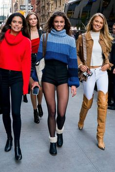 Celebrity Street Style in New York City - November 2018 - Celebrity Style Box: Celebrity Style Fashion and Latest Trends Nyc Fashion, Look Fashion, Fashion Models, Winter Fashion, Fashion Outfits, Womens Fashion, Fashion Tips, Dance Fashion, Tokyo Fashion