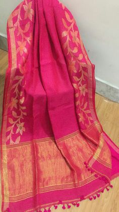 Presenting linen saree with zari border work. Note:dry clean only South Indian Sarees, Indian Silk Sarees, Silk Saree Blouse Designs, Saree Blouse Patterns, Chiffon Saree, Cotton Saree, Fancy Sarees Party Wear, Jamdani Saree, Saree Trends