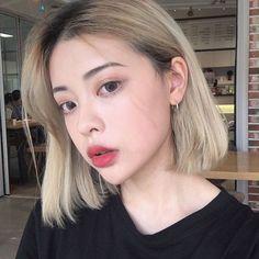 Terrific No Cost Hair color korean Ideas, Ulzzang makeup Blonde Hair Korean, Korean Hair Color, Korean Short Hair, Korean Hair Dye, Ash Blonde, Blonde Balayage, Ulzzang Girl Fashion, Ulzzang Hair, Hair Dye Colors