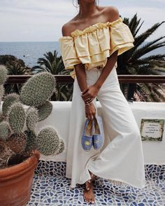Off-shoulder | White trousers | Cactus | Summer | View | More on Fashionchick.nl