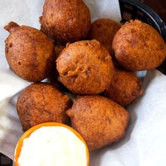 Hush Puppies by Saveur. These crisp-fried cornmeal balls are traditionally served alongside fried fish and tartar sauce in the Deep South. Hush Puppies Rezept, Seafood Recipes, Cooking Recipes, Fried Fish Recipes, Seafood Dishes, Copycat Recipes, Healthy Recipes, Yummy Food, Tasty