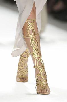 DIY Gladiator Sandals Inspiration hermosas... me pregunto de donde sacar los diseñitos raros para hacerme unas parecidas