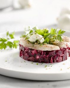 red beets, smoked eel and sour cream Raw Food Recipes, Fish Recipes, Appetizer Recipes, Cooking Recipes, Healthy Recipes, Gourmet Foods, Tapas, Low Carp, Mezze