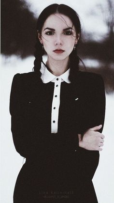 She looks like an older version of Wednesday Addams. ^_^
