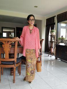 Kebaya modern #bysekarsatari Kebaya Lace, Kebaya Brokat, Batik Kebaya, Kebaya Dress, Batik Dress, Lace Dress, Kebaya Encim Modern, Modern Kebaya, Indonesian Kebaya