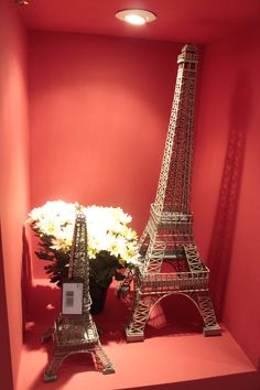 Viaje sem sair de casa! Com as réplicas de Torre Eiffel, você faz a sua decoração ficar tão bela quanto Paris! Confira na Adoro Presentes.  #AdoroPresentes #decoração #ideias #paris #torre #TorreEiffel #Miniaturas #Decorar #casa #quarto #decoration #presente #Réplicas