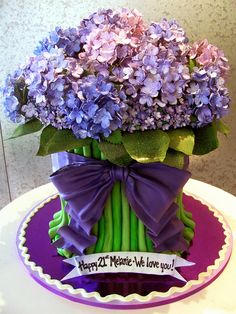 Flower CAKE Would be a great party bouquet. - Flower CAKE Would be a great party bouquet. Calla Lillies Bouquet, Hydrangea Bouquet, Hydrangeas, Hydrangea Cakes, Pretty Cakes, Beautiful Cakes, Amazing Cakes, Cupcake Art, Cupcake Cakes