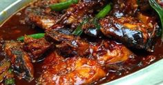 : Pindang ketjap van vis: makreel in zoetzure hete ketjapsaus Spicy Recipes, Fish Recipes, Seafood Recipes, Asian Recipes, Indian Food Recipes, Cooking Recipes, I Love Food, Good Food, Yummy Food
