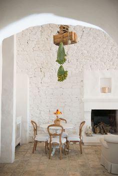 simplistic home decor Beautiful Interior Design, Interior Design Inspiration, Home Decor Inspiration, Interior Architecture, Interior And Exterior, Interior Styling, Interior Decorating, Italian Home, Minimalist Room