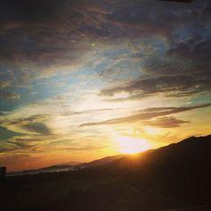 Después de todo el día viajando se agradece un atardecer así #Dondemellevaeltrabajo #Trinidad #atardecer #sunset #solynubes