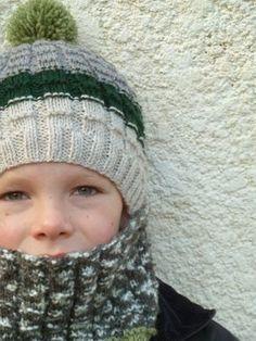 b7c4aca80634 72 meilleures images du tableau Tricot - bonnets enfants   Baby ...
