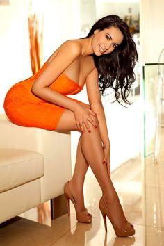 Orange Smile - http://www.legsnheels.org/orange-smile/  Like !? Share !? Comment !?  #sexy #legs #heels