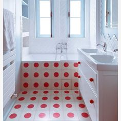 What a jolly bathroom to wake up to on a Monday morning. Thanks to talented #gcgarchitects in #Paris - the tiles are #pophamdesign POLKA DOT in Milk and Raspberry #handmade #concretetiles #cementtiles #carreauxdeciment #instatiles #bathroom #tiles #madeinmorocco #dspattern #dspink #raspberryberet