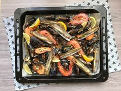 Mariscada al horno (con vídeoreceta). Cooking the Chef Chefs, Tasty, Yummy Food, Japchae, Green Beans, Sausage, Meat, Vegetables, Cooking