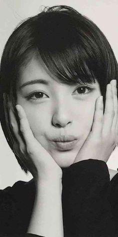 Beautiful Japanese Girl, Japanese Beauty, Asian Beauty, Korea Fashion, Japan Fashion, Stunning Girls, Japan Girl, Poses, Kawaii