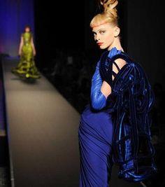 Haute Couture Herbst/Winter 2008-2009: die Trends - © Sipa Vor wenigen Tagen gingen die Haute-Couture Schauen in Paris zu Ende. Dieses Jahr standen extravagante Formen, erstaunlich lebhafte Farben und neu designte Smock-Varianten auf dem Programm...