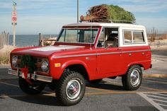 Bright red classic uncut ford bronco, perfect for Christmas tree shopping Classic Bronco, Classic Ford Broncos, Classic Trucks, Classic Cars, Cool Trucks, Pickup Trucks, Bronco Ii, Early Bronco, Old Pickup