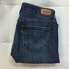"FLASH SALE LEVI Mid Rise Skinny Jeans Dark wash denim, inseam 28"" Levi's Pants"