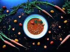 Eintopf mit roten Linsen und Datteln Rezept auf foodismylife.de #eintopf #suppenzeit #winterfood #leichtscharf #herzhaftsüß #vegan #protein #fürsBüro #einfrieren #foodismylife