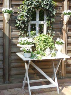 Cute idea for a little porch or deck garden Love Garden, Garden Art, Garden Design, Shabby Chic Garden, Container Flowers, White Gardens, Garden Styles, Yard Landscaping, Garden Inspiration