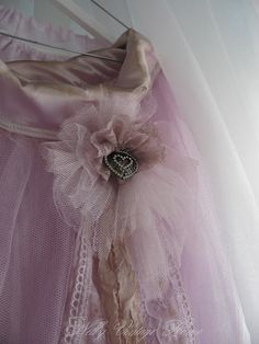 nelly vintage home Soft Purple, Shades Of Purple, Dusty Pink, Pastel Pink, Pretty In Pink, Purple Grey, Shabby Chic Curtains, Shabby Chic Pink, Pink Tulle