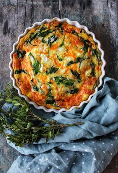 Spinach, Cheddar and Feta Crustless Quiche Quiche Recipes, Egg Recipes, Brunch Recipes, Breakfast Recipes, Cooking Recipes, Brunch Food, Chicken Recipes, Frittata, Omelette