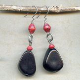 Earrings - Wilma! Components to make these earrings can be found @antelopebeads.com #papertopearls #taguanut #jewelry