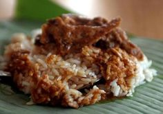 Mak Ngah's claim to fame as one of Kuala Terengganu's best Nasi Dagang is no boast. She is good! Her nasi dagang sells out before 11am.