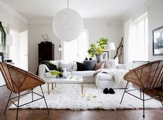 A light and airy room with beach feel. Love the rattan chairs.