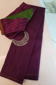 Latest Saree Blouse, Pattu Saree Blouse Designs, Half Saree Designs, Blouse Designs Silk, Saree Accessories, Vintage Flower Girls, Saree Jewellery, Simple Blouse Designs, Kurta Neck Design