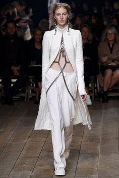 Alexander McQueen Spring 2016 Ready-to-Wear Fashion Show - Julia Nobis (Viva)