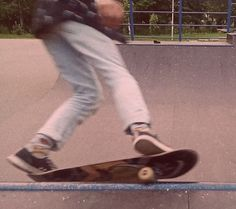 Skate Girl, Ex Machina, Aesthetic Vintage, Kitesurfing, Burton Snowboards, Skateboards, Snowboarding, Aesthetic Pictures, Blur